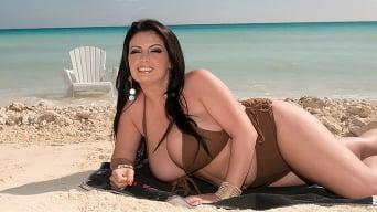Arianna Sinn in 'Sex On The Beach'