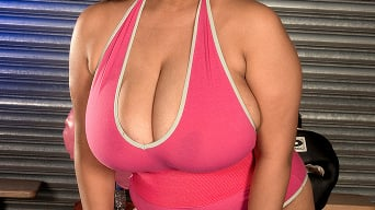 Camelia Davis in 'Sweating To The Boobies'