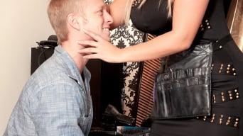 Krystal Swift in 'The Hair Salon Hottie'