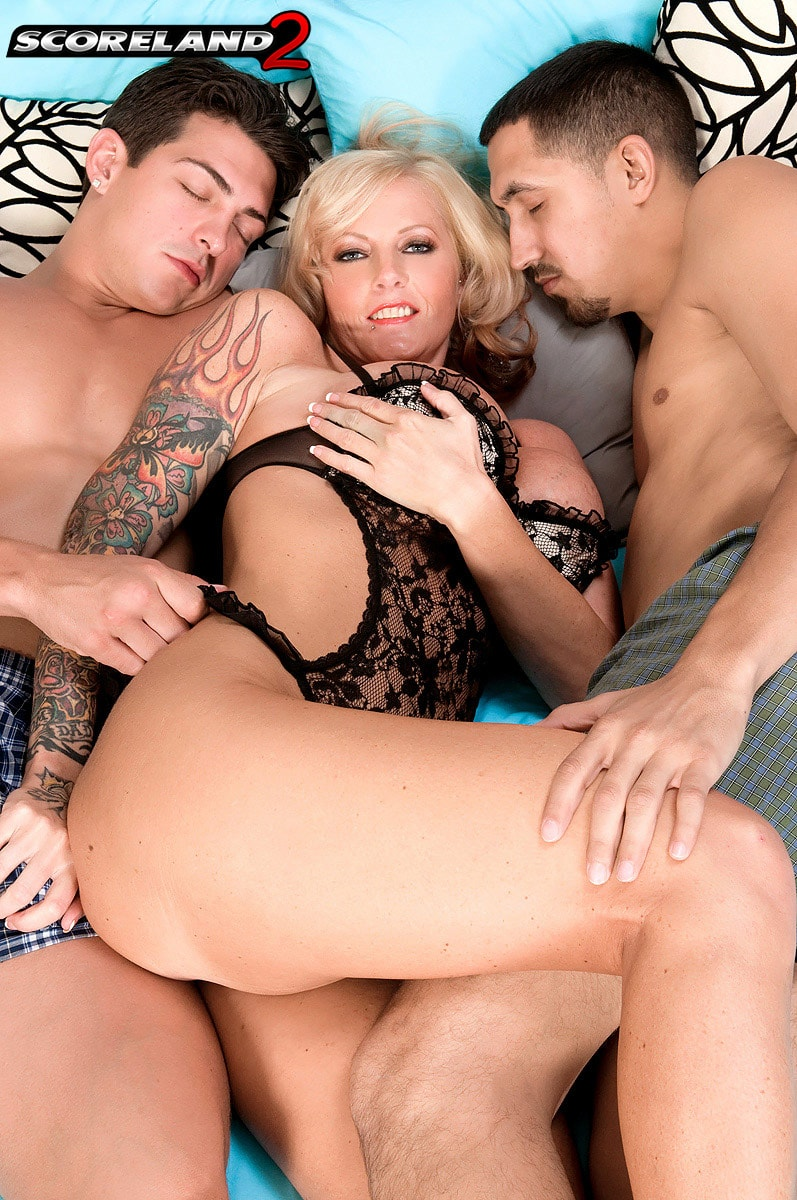Score 'Too Much Woman For Just One Man' starring Sabrina Linn (Photo 2)