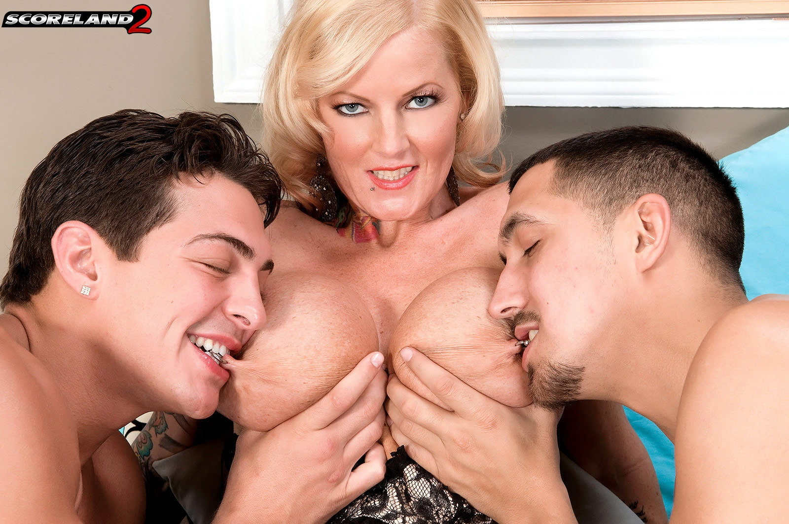 Score 'Too Much Woman For Just One Man' starring Sabrina Linn (Photo 6)