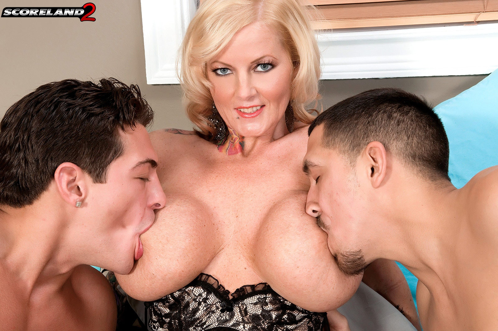 Score 'Too Much Woman For Just One Man' starring Sabrina Linn (Photo 7)