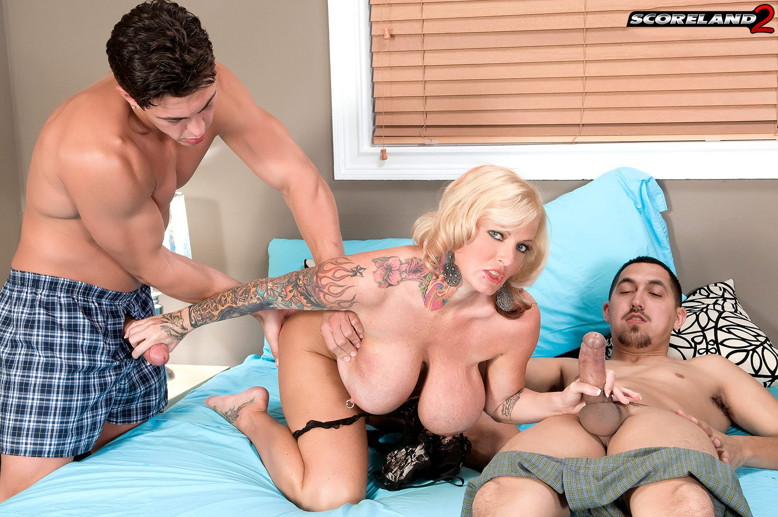 Score 'Too Much Woman For Just One Man' starring Sabrina Linn (Photo 8)