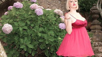 Sophie Mae in 'Gorgeous in the garden'